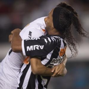 neymar-e-ronaldinho-se-abracam-antes-da-partida-entre-santos-e-atletico-mg-na-vila-belmiro-1350527540900_300x300.jpg
