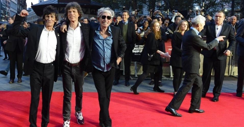Charlie Watts, Ronnie Wood, Keith Richards e Mick Jagger causam alvoroço na chegada para o lançamento do documentário