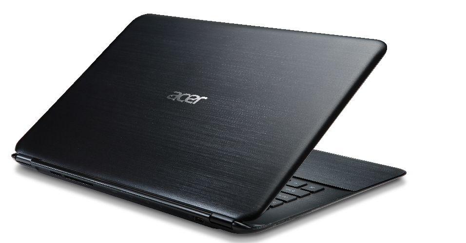 Com tela de 13.3 polegadas, o Notebook Acer Aspire S5 possui hardware robusto. O processador é um Intel Core i5-3317U, acompanhado de 4GB de memória RAM DDR3. O sistema operacional fica por conta do Windows 7 Home Premium de 64 bits. O botão Magic Flip complementa os recursos, pois quando acionado, o comando abre uma superfície embaixo do notebook, revelando conexões USB e HDMI. Tudo isso custa R$ 4.450