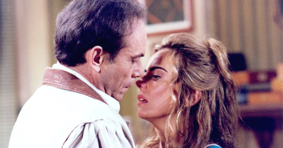 José Wilker e Bruna Lombardi em cena da novela