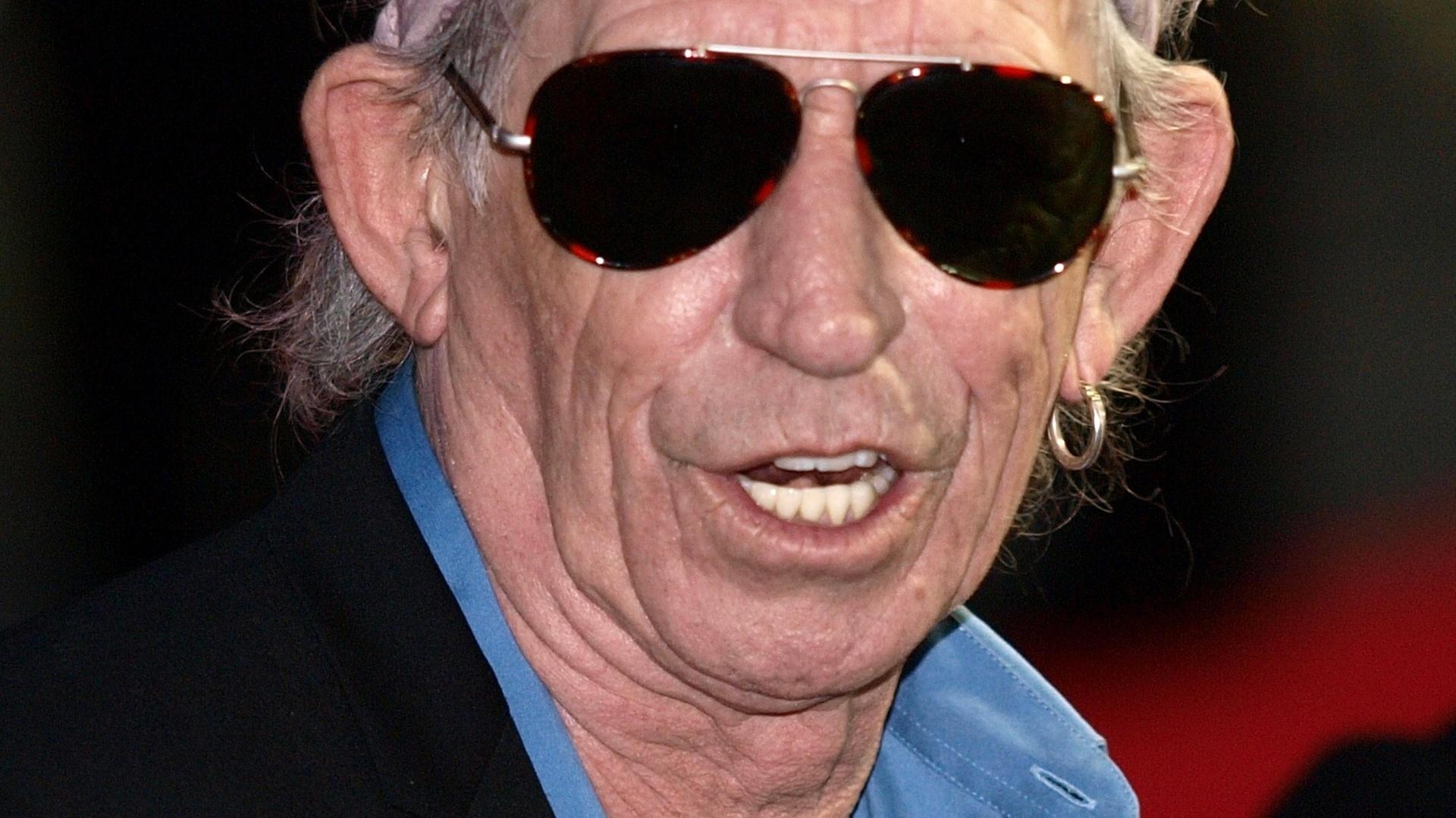 Keith Richards posa para foto durante lançamento de