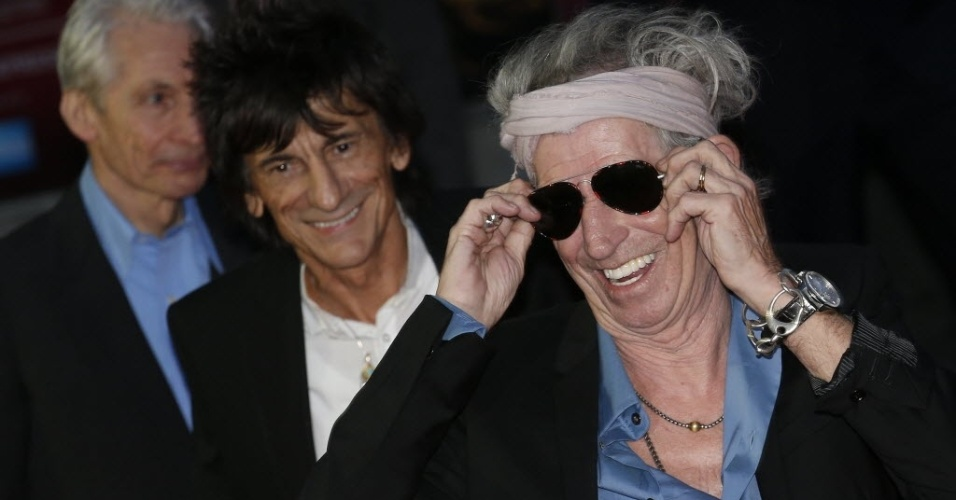 O guitarrista Keith Richards faz graa para os fotgrafos durante a premire de 
