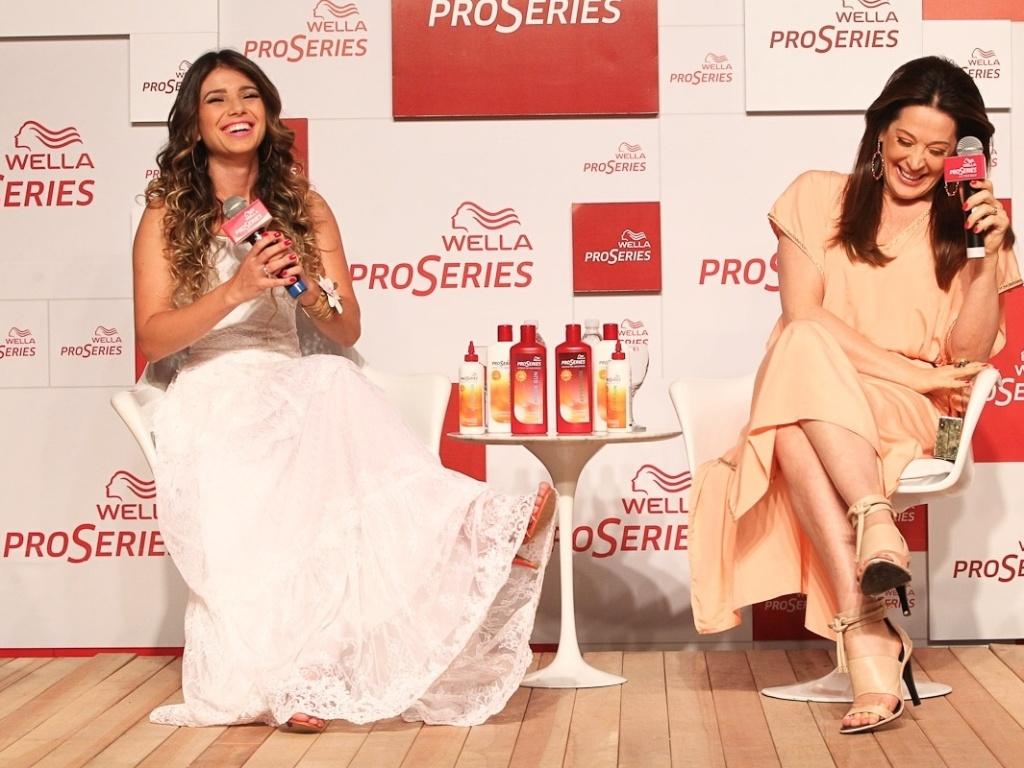 Paula Fernandes e Claudia Raia participaram de um evento promovido por uma marca de tintura de cabelos (18/10/12). O evento aconteceu em São Paulo
