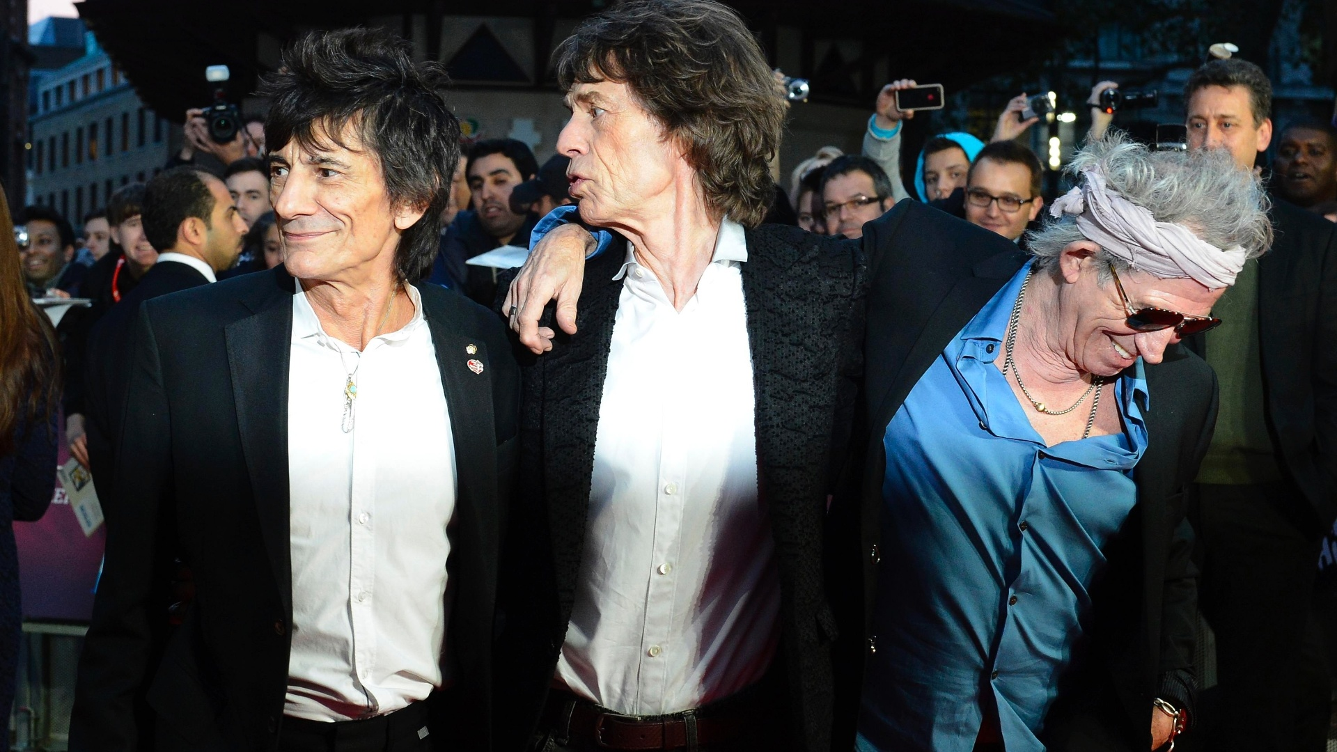 Ron Wood, Mick Jagger e Keith Richards participam de première de documentário em Londres (18/10/12)