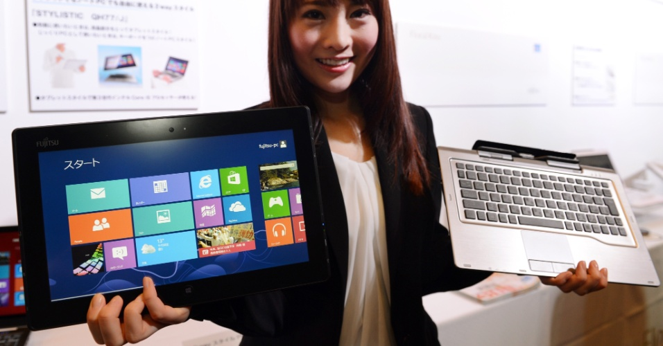 19.out.2012 - A Fujitsu apresentou o Stylistic QH77/J, híbrido que pode ser usado tanto como tablet ou notebook. O tablet é acompanhado de um teclado destacável e usa sistema Windows 8. O tablet estará disponível para venda em 26 de outubro, depois do lançamento do sistema operacional da Microsoft . A empresa não deu detalhes das especificações técnicas do ultraportátil, nem do preço do aparelho