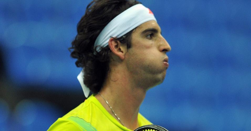Bellucci comemora ao fechar o primeiro set nas quartas de final em Moscou