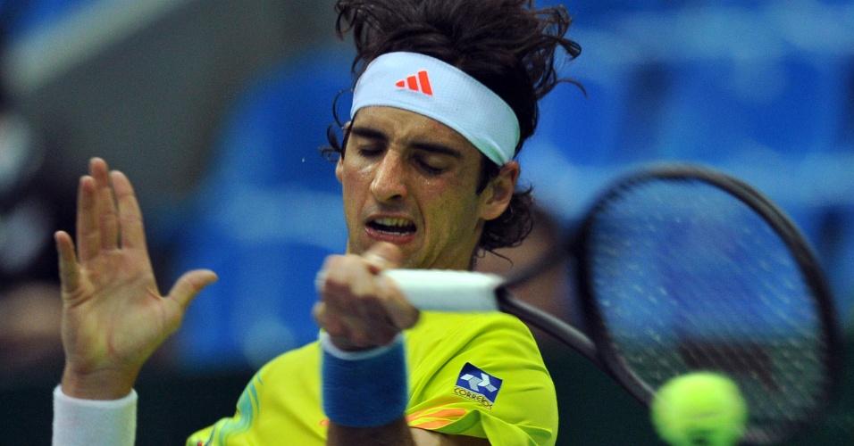 Brasileiro Thomaz Bellucci bate forehand nas quartas de final do ATP 250 de Moscou
