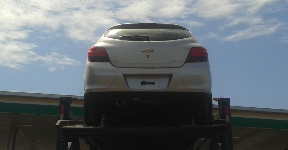 Chevrolet Onix é flagrado sem disfarces sobre caminhão cegonha na região de Barretos (SP)