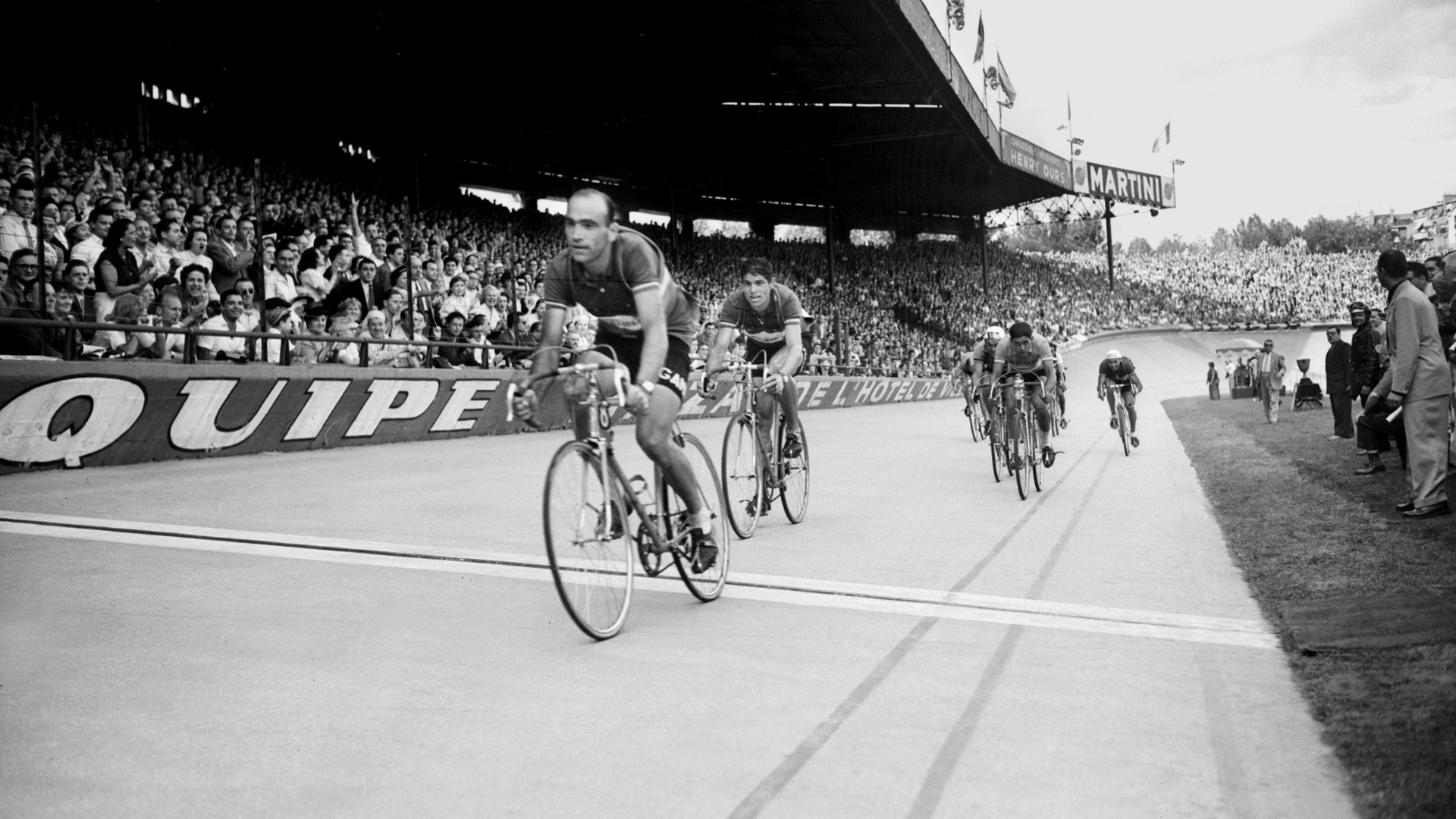 Fiorenzo Magni vence etapa da Volta da Frana em 1953. Polmico ciclista italiano morreu no dia 19/10/2012