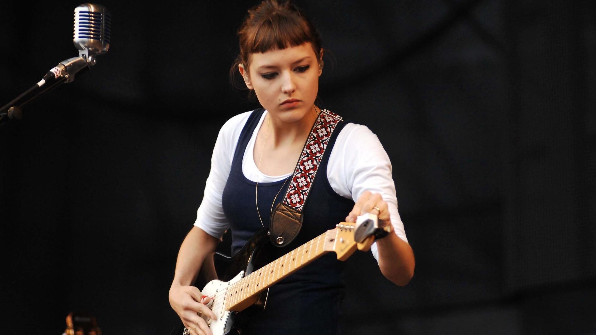 A cantora Mallu Magalhães se apresenta no palco Sonora Main Stage no Planeta Terra 2012 (20/10/12)