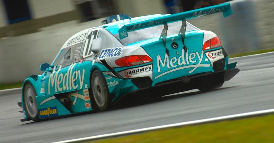 Rubens Barrichello acelera durante treino de classificação da Stock em Curitiba