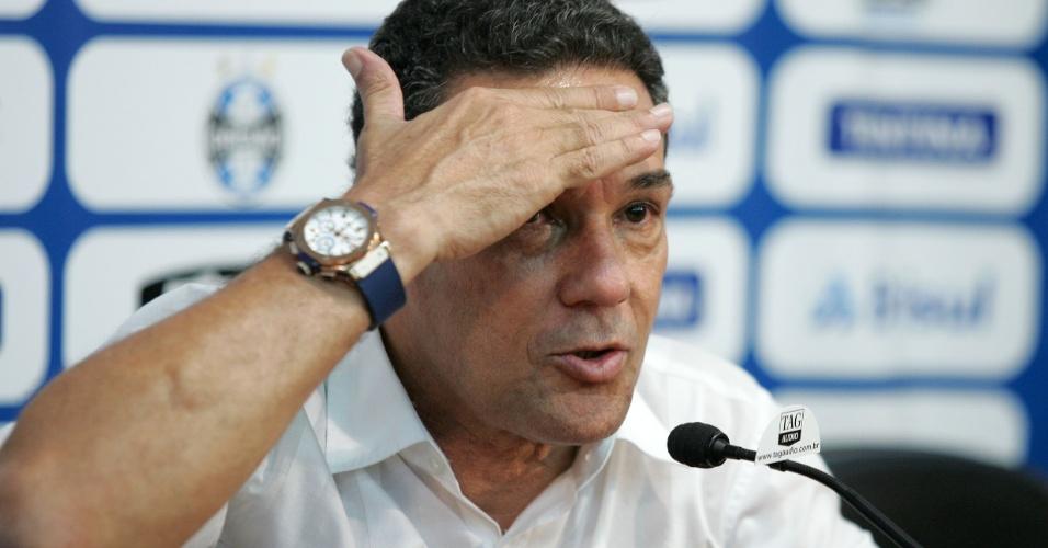 Vanderlei Luxemburgo concede entrevista coletiva no Grêmio