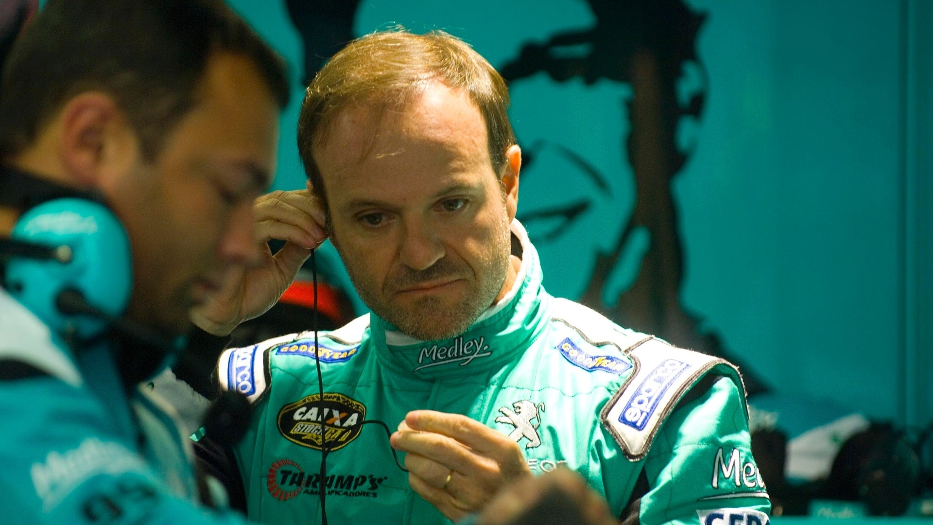 Rubens Barrichello  visto nos boxes da equipe Medley/Fulltime aps ficar em 22 lugar na etapa de Curitiba da Stock