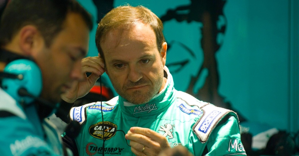 Rubens Barrichello é visto nos boxes da equipe Medley/Fulltime após ficar em 22º lugar na etapa de Curitiba da Stock