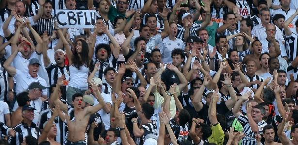 Atleticanos protestam contra CBF durante jogo com Fluminense no Independência