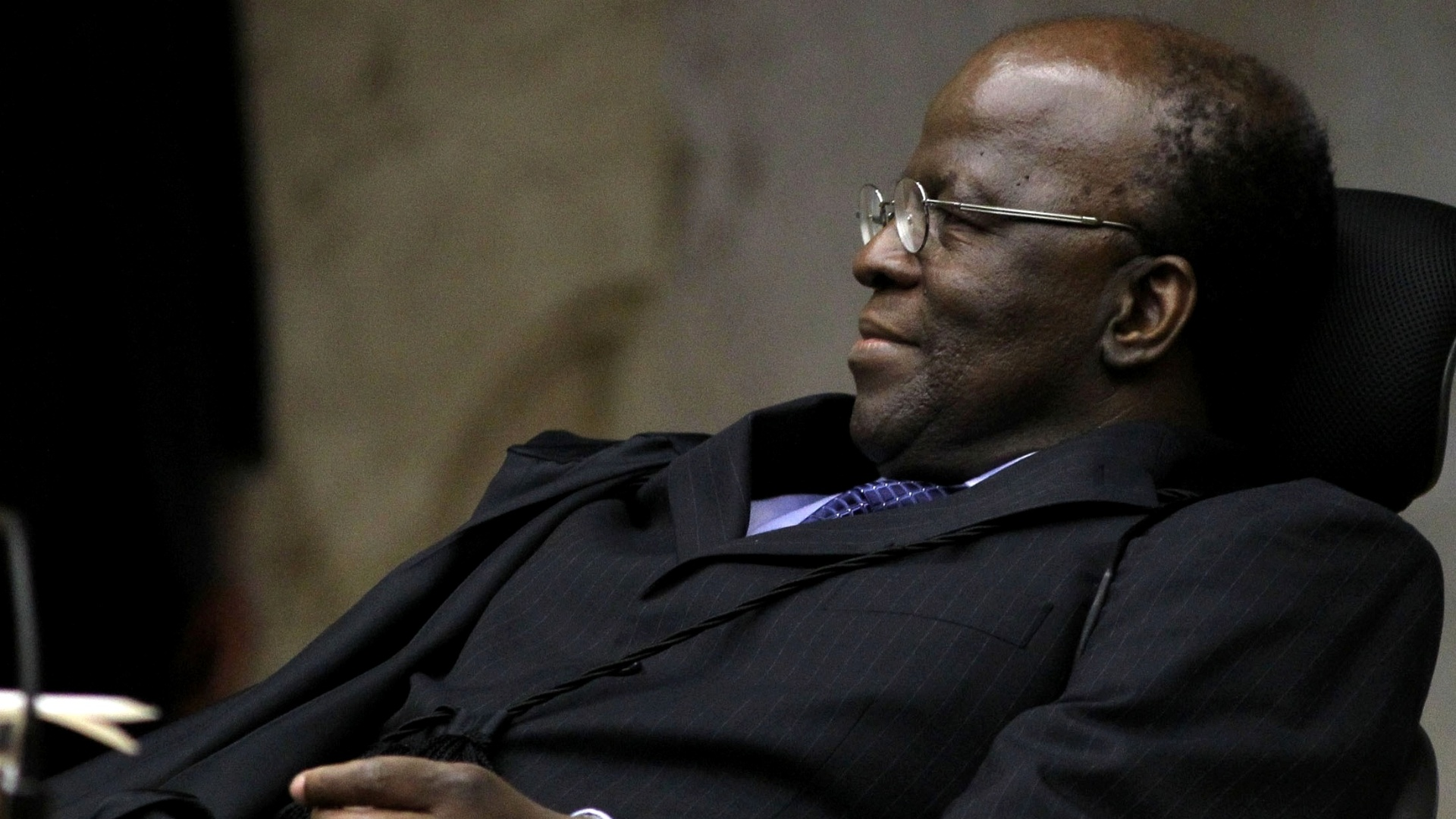 22.out.2012 - Joaquim Barbosa, ministro relator do processo do mensalo, acompanha sesso da ltima semana de julgamento 
