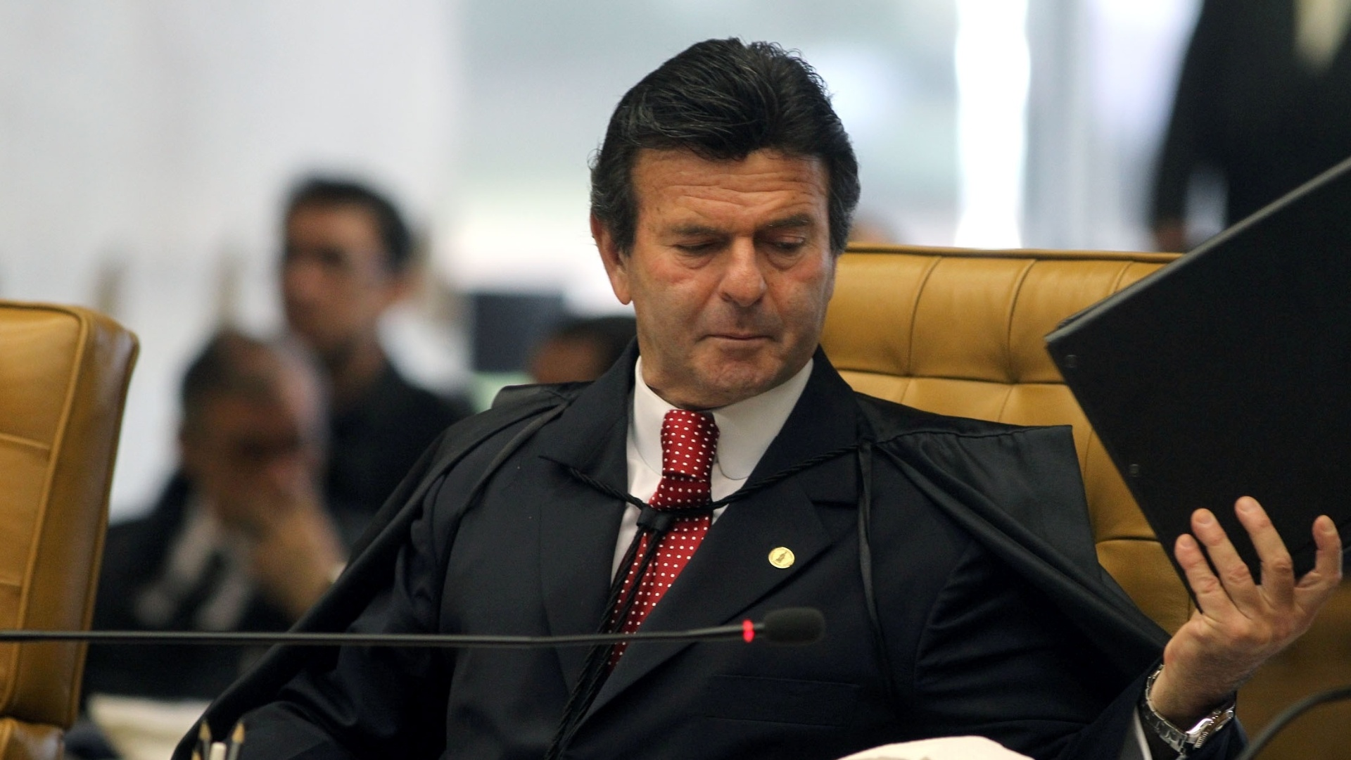 22.out.2012 - O ministro Luiz Fux segue o voto do relator do processo do mensalo, Joaquim Barbosa, e condena Dirceu e cpula do PT por formao de quadrilha