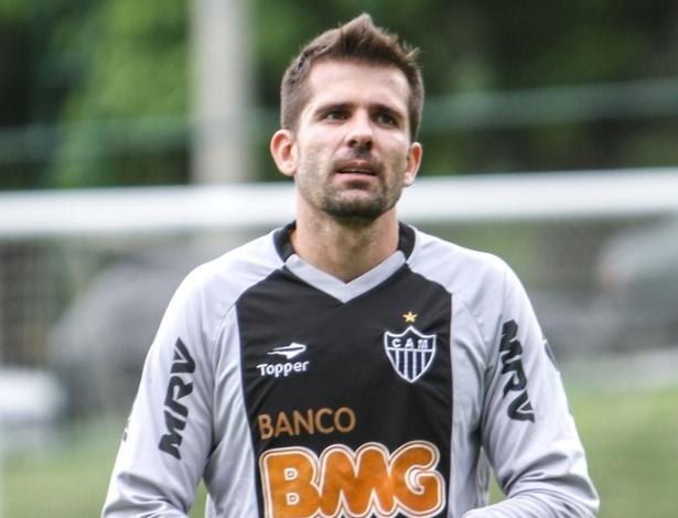 Goleiro Victor, do Atlético-MG, durante treino na Cidade do Galo (19/10/2012)