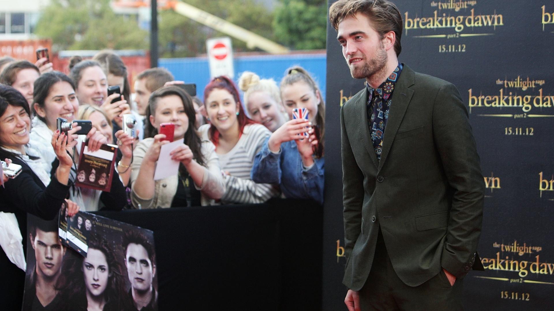 Robert Pattinson participa de evento de divulgação de