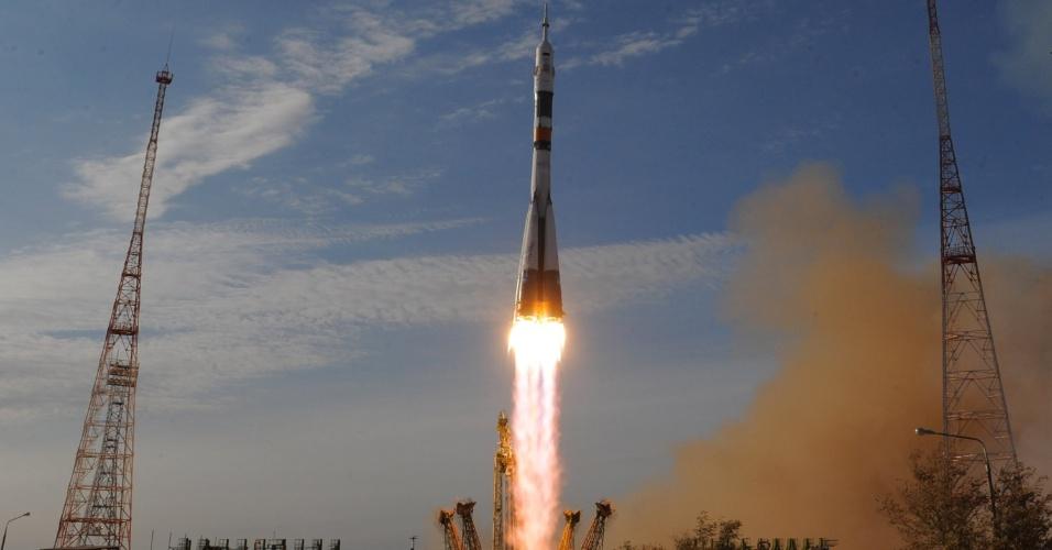 23.out.2012 - A nave russa Soyuz decolou com sucesso do cosmódromo de Baikonur, no Cazaquistão, com três tripulantes a bordo. O norte-americano Kevin Ford e os russos Oleg Novitskiy (centro) e Evgeny Tarelkin viajarão para a Estação Espacial Internacional (ISS, na sigla em inglês)