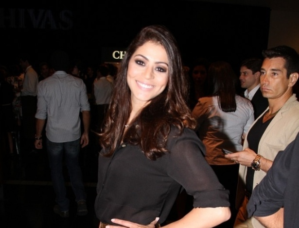 A atriz Carol Castro comparece ao lançamento da coleção de verão do estilista Ricardo Almeida, em São Conrado, Rio de Janeiro (22/10/12)