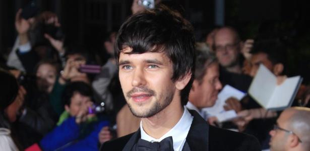 """Ben Whishaw, um dos mais novos do elenco de """"007 - Operação Skyfall"""", compareceu à pré-estreia do filme em Londres (23/10/12)"""