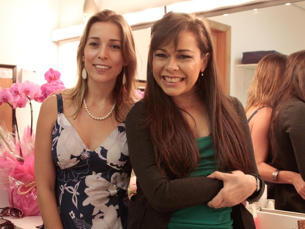 Daniela Busto e Thereza Piffer antes da apresentação especial do espetáculo