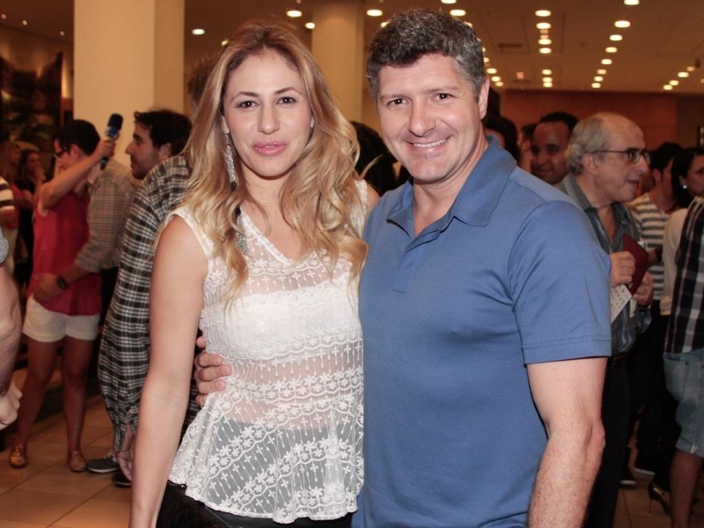 Fábio Villa Verde e Regiane Cesnique prestigiam apresentação especial do espetáculo