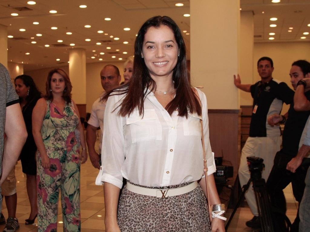 Mônica Carvalho prestigia apresentação especial do espetáculo