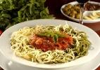 Paglia e Fieno - Massa verde e branca com molho de tomates e manjericão