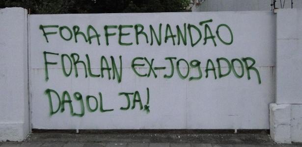 Protesto contra má campanha do Inter rendeu muro pichado perto do estádio Beira-Rio
