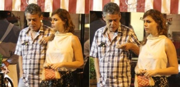 Chico Buarque sai para jantar acompanhado da namorada Thais Gulin no Leblon, Rio de Janeiro (23/10/12)