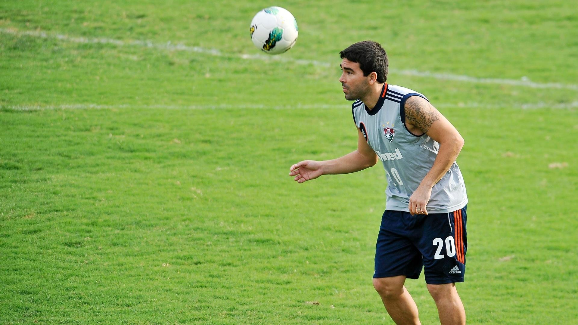 Deco cabeceia a bola em treino do Fluminense nas Laranjeiras para a partida contra o Coritiba (24/10/2012)
