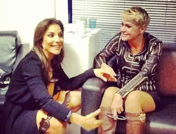 Ivete Sangalo e Xuxa batem papo nos bastidores do 