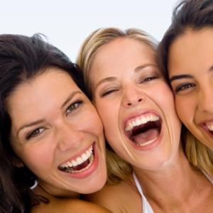 Dar risadas é parecido com exercício: o organismo libera endorfina quando está no limite da dor
