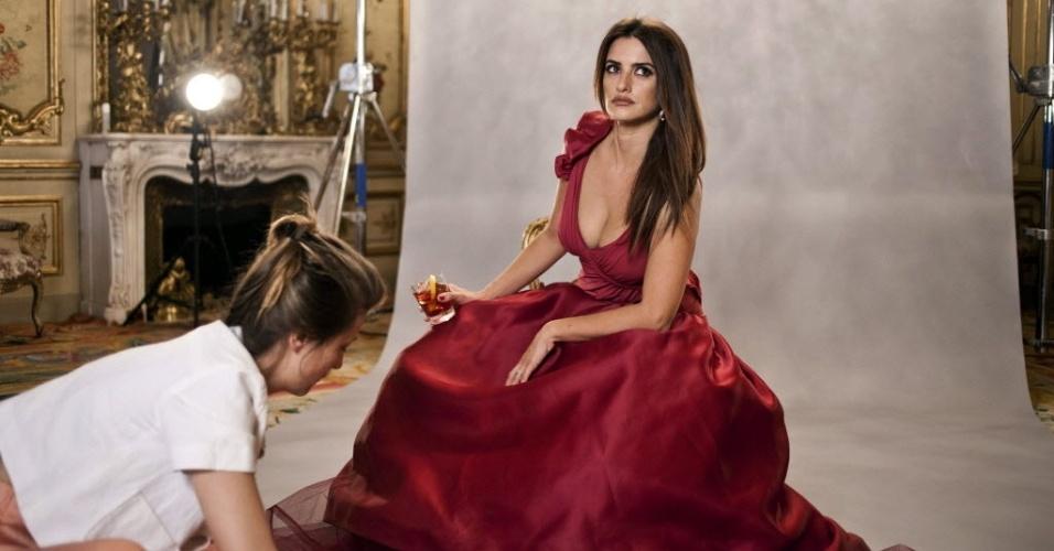 Penélope Cruz fotografa o Calendário Campari 2023 (23/10/12)