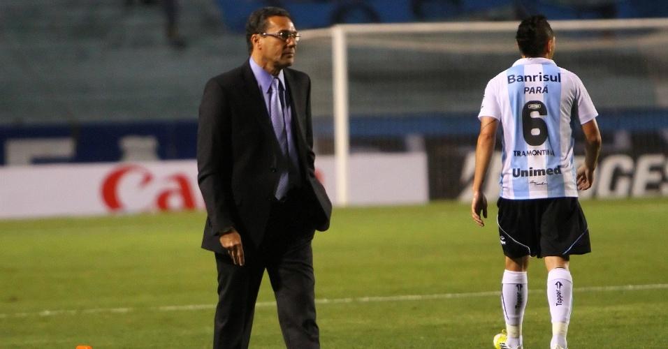 Técnico Vanderlei Luxemburgo do Grêmio na partida contra o Barcelona-EQU no estádio olímpico pela Copa Sul-Americana (24/10/2021)