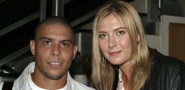 Tenista russa Maria Sharapova tieta Ronaldo e tira foto ao lado do craque durante seu período no Real Madrid, em 2006