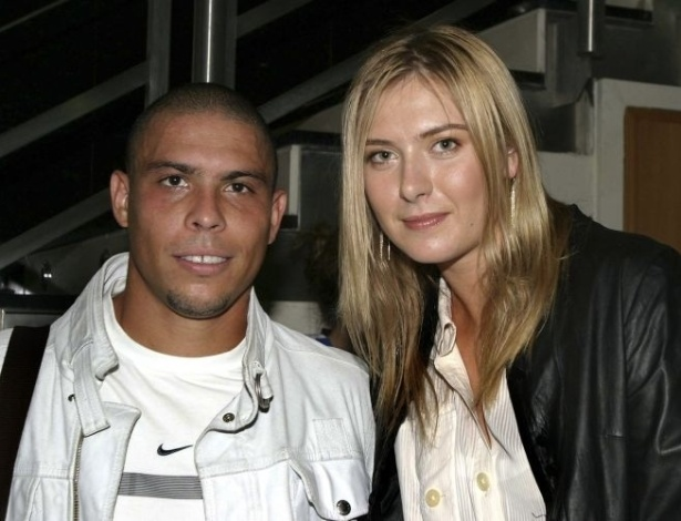 Tenista russa Maria Sharapova tieta Ronaldo e tira foto ao lado do craque durante seu perodo no Real Madrid, em 2006