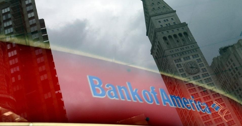 25.out.2012 - O governo americano apresentou nesta quarta-feira (24) uma denúncia contra o Bank of America e a financeira Countrywide por fraude hipotecária entre 2007 e 2009. De acordo com a denúncia da Procuradoria Federal dos EUA, a fraude causou prejuízo de US$ 1 bilhão (cerca de R$ 2 bilhões) aos cofres públicos