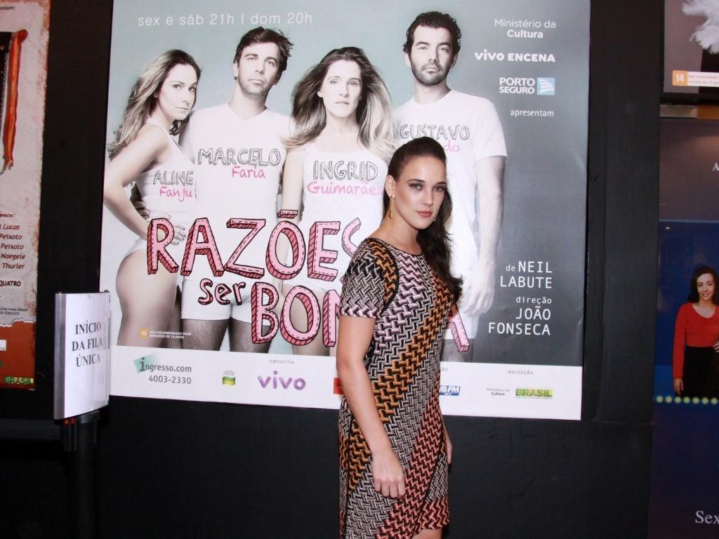 Adriana Birolli vai à estreia para convidados da peça