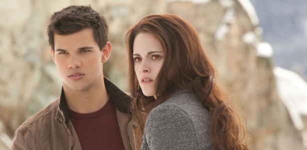 Jacob Black e Bella Swan, vividos pelos atores Kristen Stewart e Taylor Lautner, em cena de A Saga Crepúsculo: Amanhecer - Parte 2