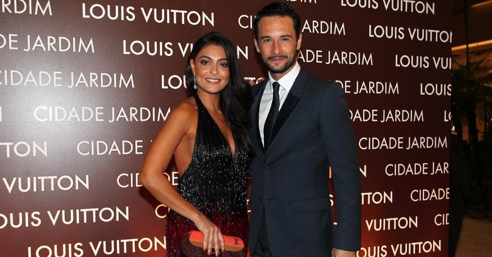 Juliana Paes e Rodrigo Santoro participam de inauguração de loja no shopping Cidade Jardim, em São Paulo (25/10/2012)
