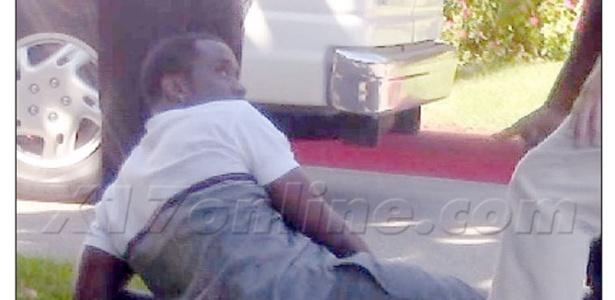 Sean Combs sofre acidente de carro em Los Angeles (24/10/12)