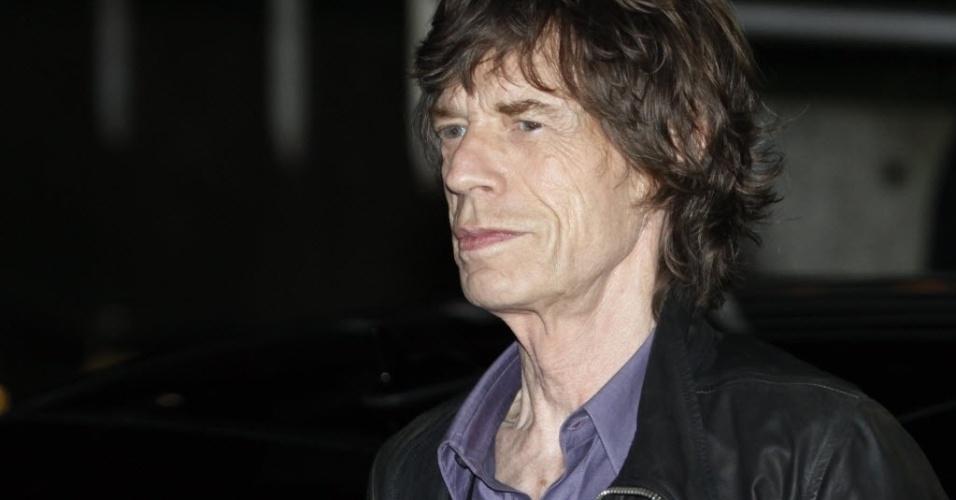 Vocalista dos Rolling Stones, Mick Jagger chega para apresentação surpresa em Paris (25/10/12). Foram vendidos apenas 300 ingressos