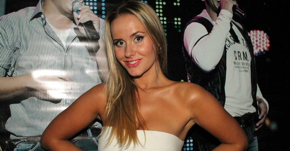 A apresentadora e dançarina Lola Melnick no show da dupla sertaneja Hugo e Tiago, que aconteceu na casa noturna Café de La Musique, em São Paulo (25/10/12)