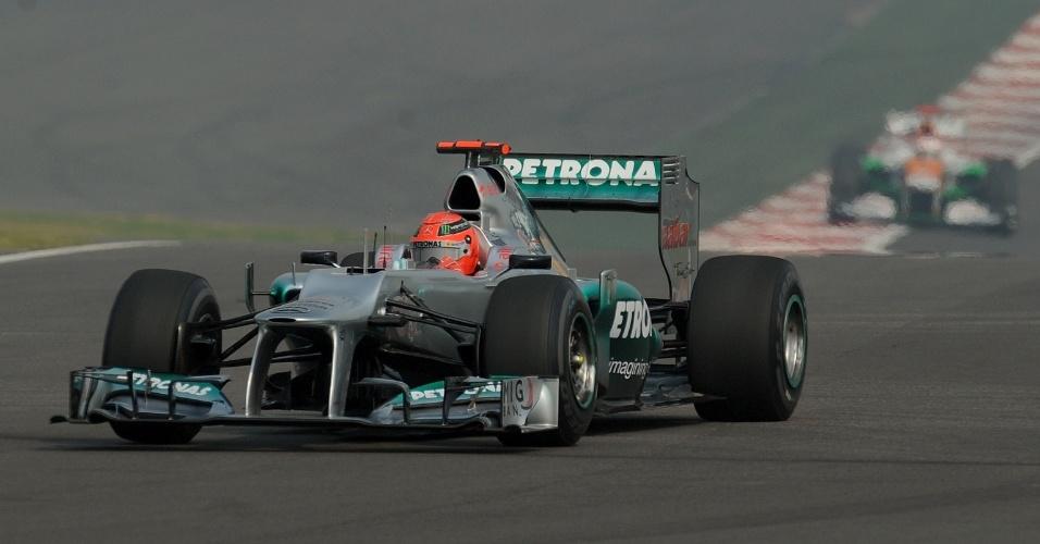 Alemão Michael Schumacher, da Mercedes, participa de treino livre para o GP da Índia (26/10/12)