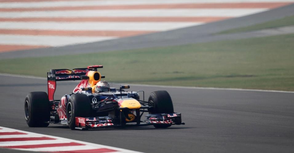 Alemão Sebastian Vettel, da Red Bull, participa de treino livre para o GP da Índia (26/10/12)