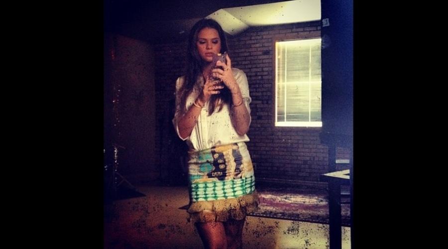 Apontada como nova namorada do jogador Neymar, Bruna Marquezine divulgou uma imagem onde aparece no bastidor de um ensaio fotográfico (26/10/12). A atriz está no ar em