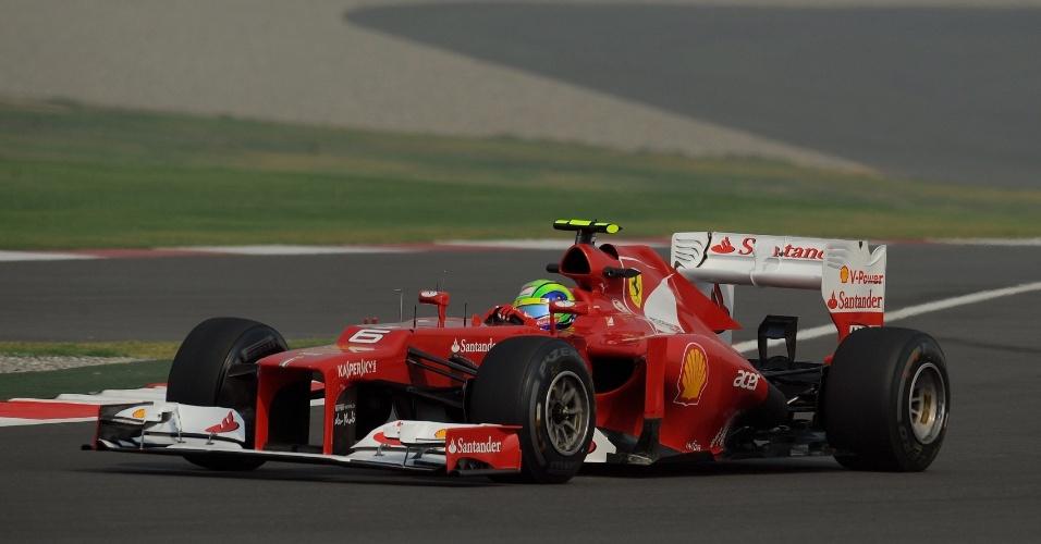 Brasileiro Felipe Massa, da Ferrari, participa de treino livre para o GP da Índia (26/10/12)